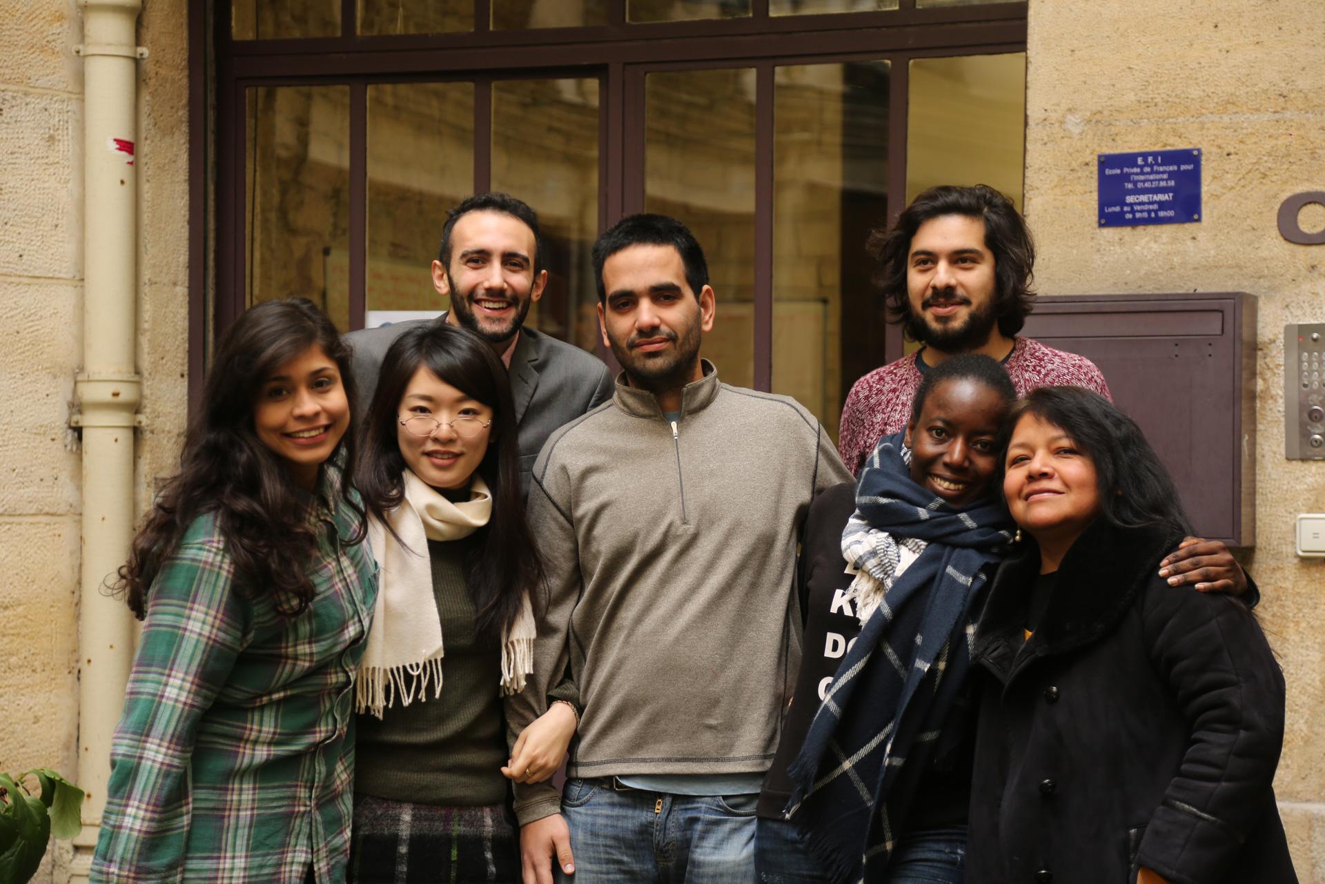 groupe d'étudiant devant l'EFI
